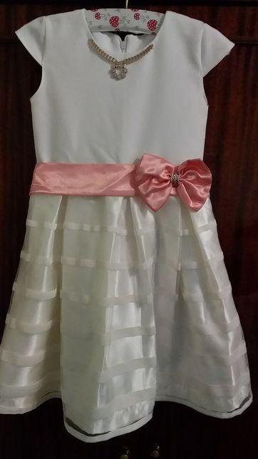 Платье нарядное для девочки 5-6 лет