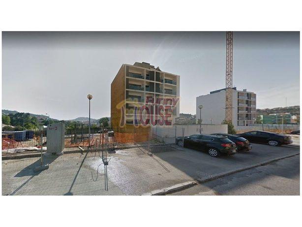 Caneças- Lote para construção de prédio - Imóvel de Banco!