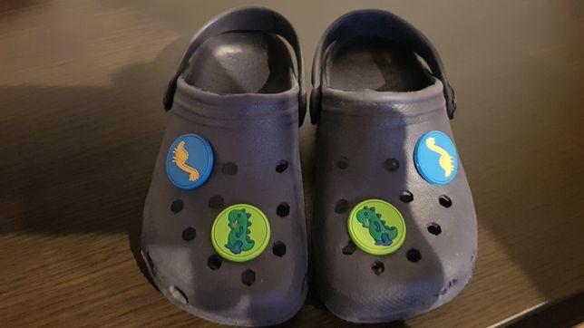 Sandały jak Crocs. Buciki 26