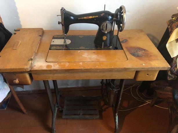 Швейная машинка ПМЗ им.Калинина с ножным приводом