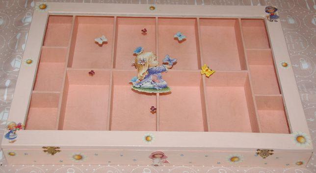 Caixa em madeira com 14 divisórias pintada à mão com decoupage (nova)