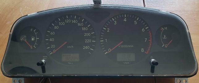 Спидометр (панель приборов) Toyota Avensis 1999, бензин