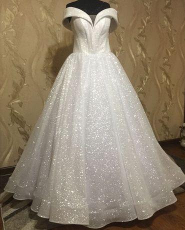 Блестящее свадебное платье + фата + кольца под платье
