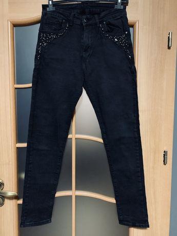 Spodnie ze zdobieniami