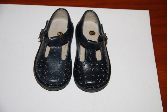 Sapatos de criança - tamanho 20