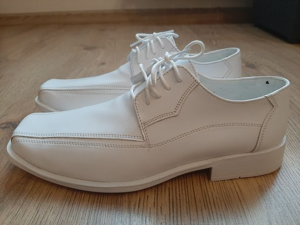 Białe  buty komunijne r. 39