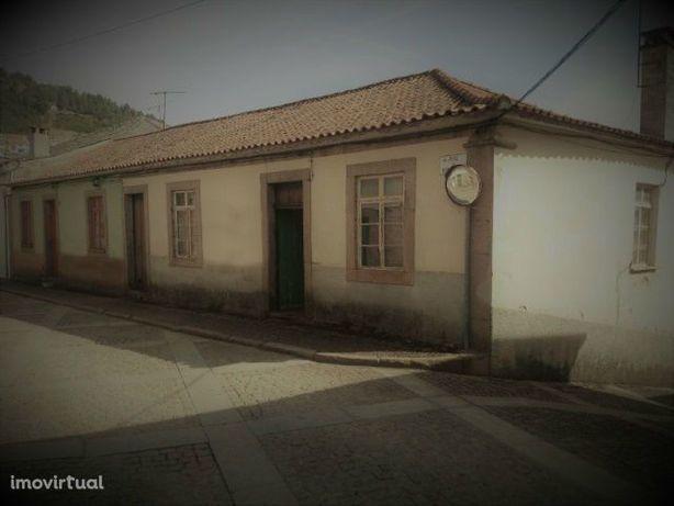 Moradias(2) em Vila Flor, Bragança.