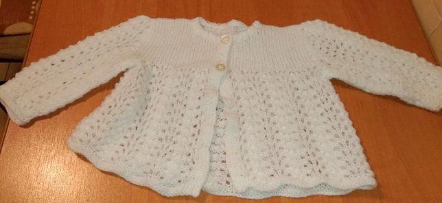 Elegancki, biały sweterek/pelerynka dla dziewczynki