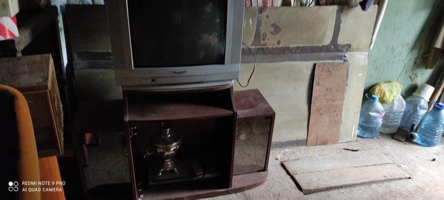 Продам стол и телевизор