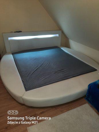 Sprzedam łoże do sypialni, tapczanik dziecięcy i biurko .