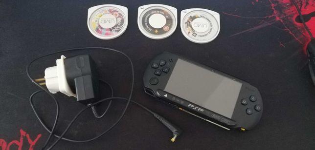 Konsola Sony PSP + ( 3 GRY, Ładowarka, Etui)