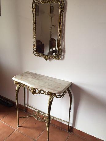 Mesa e espelho de entrda ou corredor