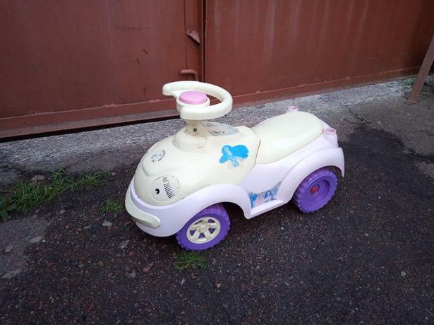Продам детскую машинку каталку