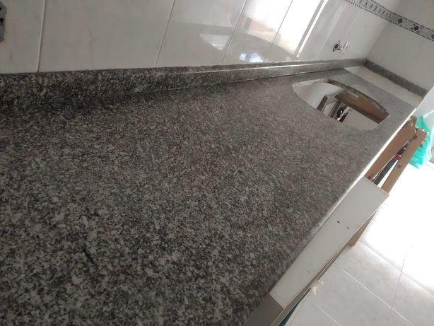 Bancada Granito Pedras Salgadas 2.64m