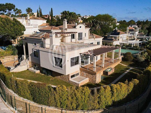 Moradia T4+1 com piscina, terraço e garagem, na Quinta do...