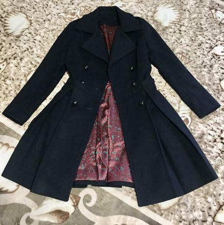 Пальто 100% итальянская шерсть, сукно. ( Max Mara)