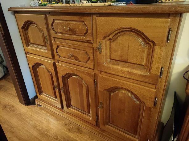 Komoda dębowa, biurko oraz komoda z szufladami.