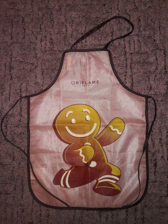 Фартук детский с изображением пряничного человечка. Oriflame.