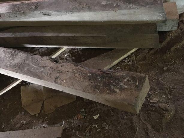Cachorro em madeira de sobro rustico