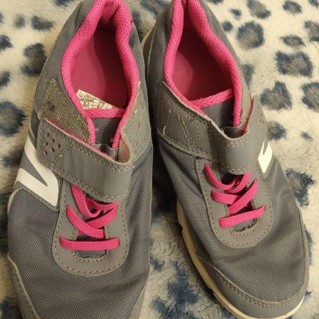 Кроссовки на девочку-подростка