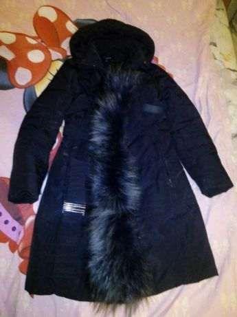 Черный зимний пуховик