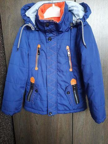 Продам куртку.На 4-5 років,весна-осінь.Ціна 200 гр.