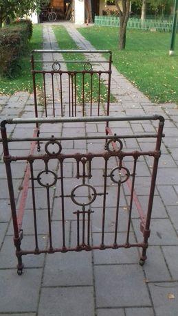 Stare metalowe łóżko