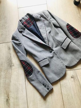 Серый шерстяной пиджак с латками на локтях