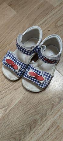 Sandałki dla dziewczynki roz 19
