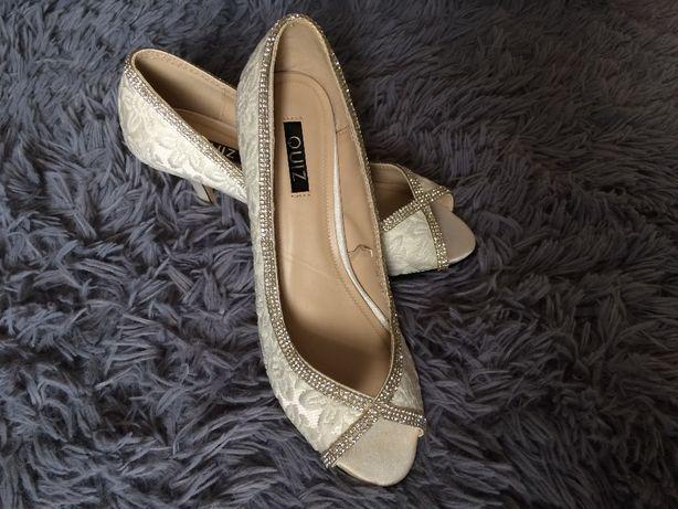 Buty ślubne z kryształkami
