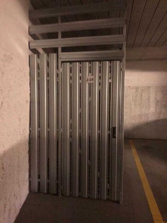 Parking motor zabudowany, miejsce na jednoślad, Żeromskiego 1 super