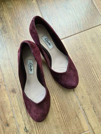 Женские замшивые туфли