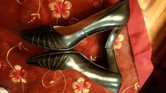 Черные лаковые туфли 35 размер
