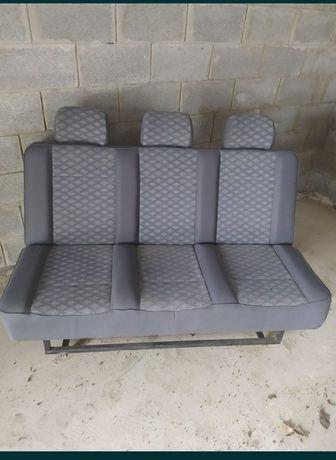 Розкладний диван в авто