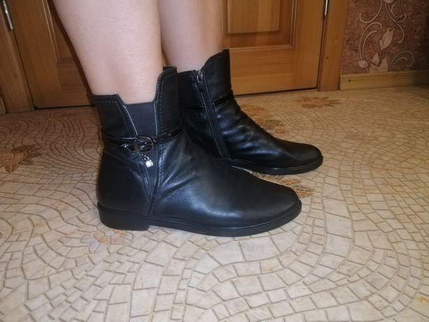 Ботинки чёрные  натуральная кожа 39  размер сапоги
