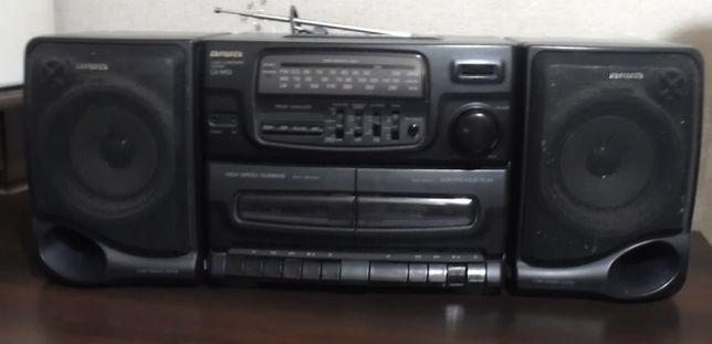 Кассетный магнитофон Aiwa с радиоприемником