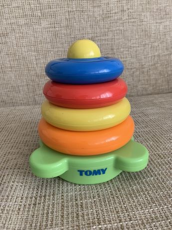 Яркая пирамидка TOMY
