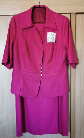 Elegancki kostium, żakiet i spódnica w przepięknym fuksjowym kolorze.