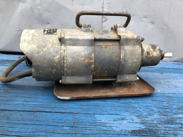 Двигатель к глубинному вибратору ИВ 47Б