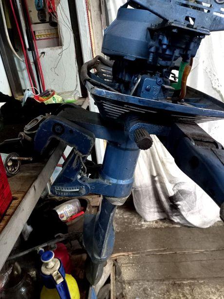 Мотор лодочний навісний