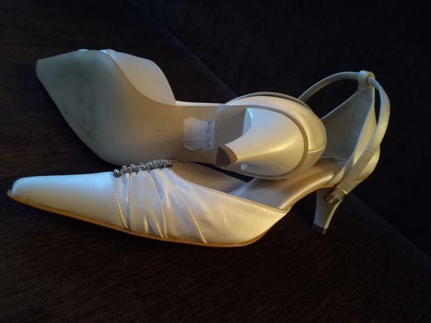 Buty ślubne różne rozmiary i fasony