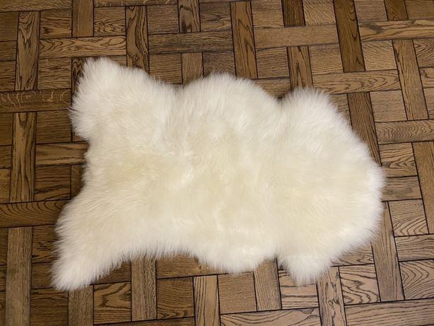 Шкури овечі виправлені на підлогу на крісла,є різні варіанти пишіть дз