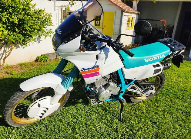 Dominator 650 de 1990