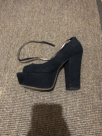 Sapato de salto zara