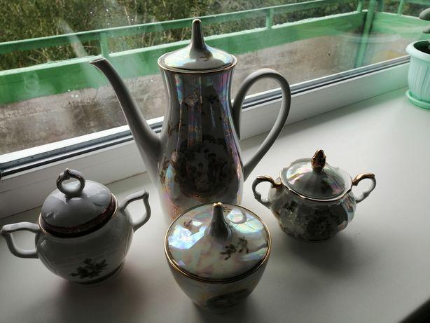 Сахарницы , чайник и крышки ГДР