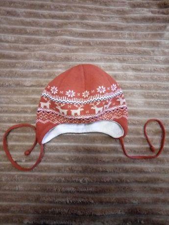 приятная тонкая теплая шапочка на полгода