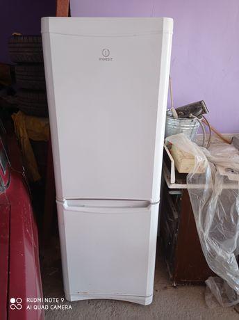 Холодильник Indecit