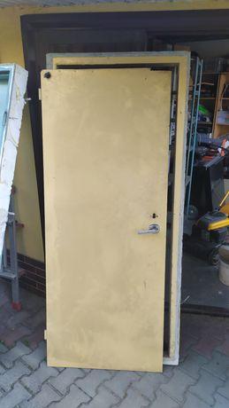 Drzwi na budowe z ościeżnicą. Futryna, szopa, garaż.