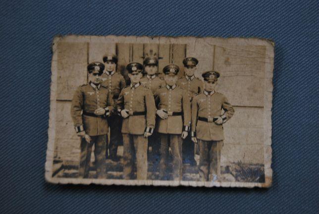 Zdjęcie grupy żołnierzy niemieckich. Oryginał
