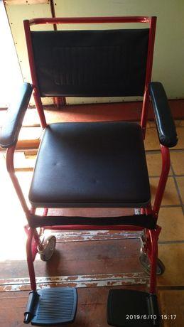 Продам стул-кресло для людей с ограниченными возможностями.